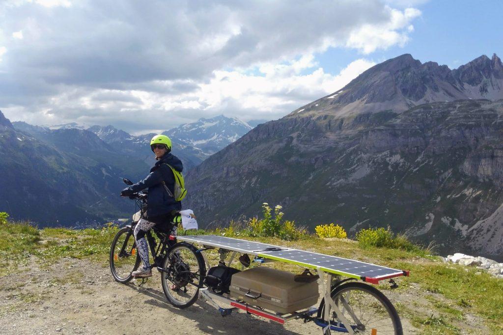 Sun Trip Tour 2019, Perrine vélo solaire, montée col de l'Iseran, leplusbeauvoyage.com