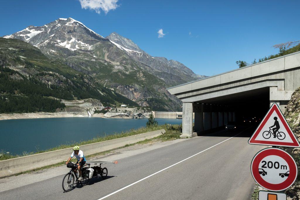 Sun Trip Tour 2019, tunnel Tignes, leplusbeauvoyage.com
