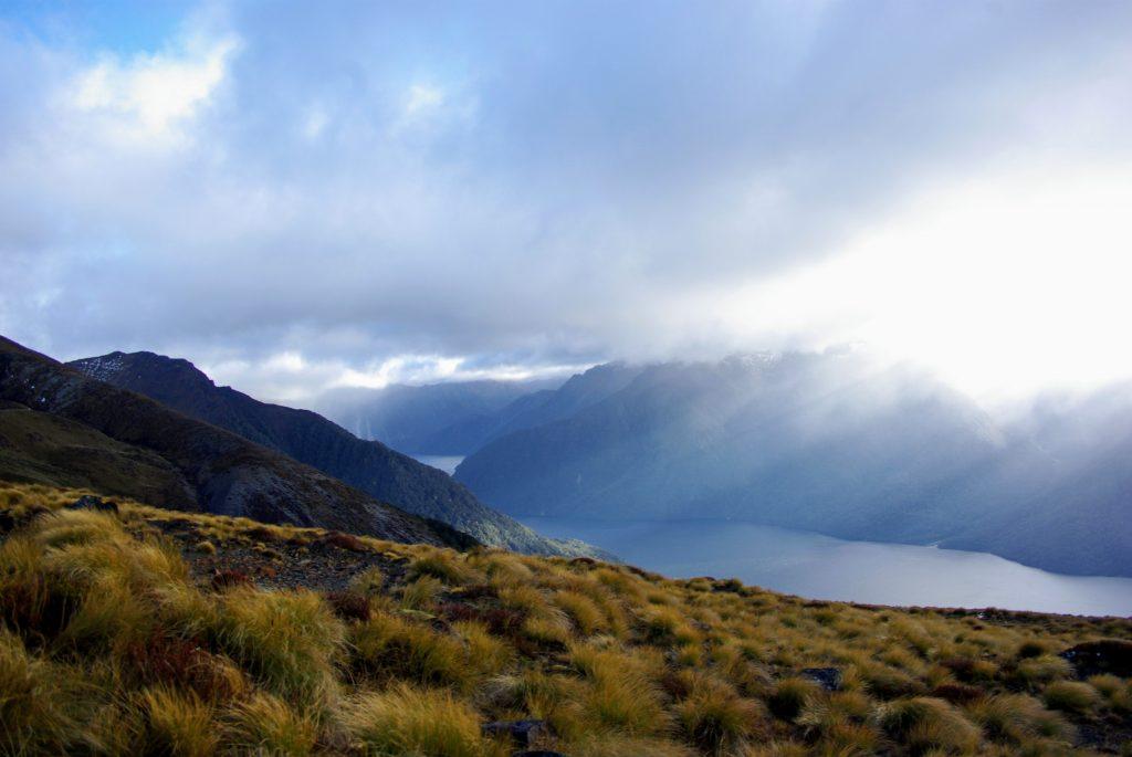 Kepler Track, éclairages, nuages, fiords, Nouvelle Zélande, leplusbeauvoyage.com