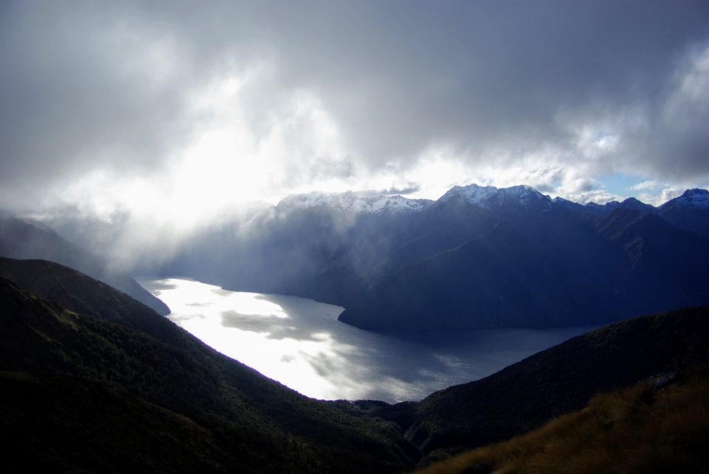 Kepler Track, écran nuageux, vue sur les fiords, Nouvelle Zélande, leplusbeauvoyage.com