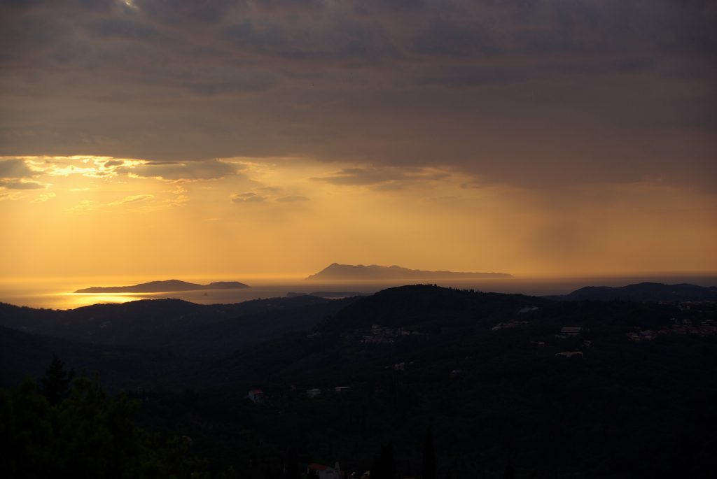 Coucher de soleil à Corfou, leplusbeauvoyage.com