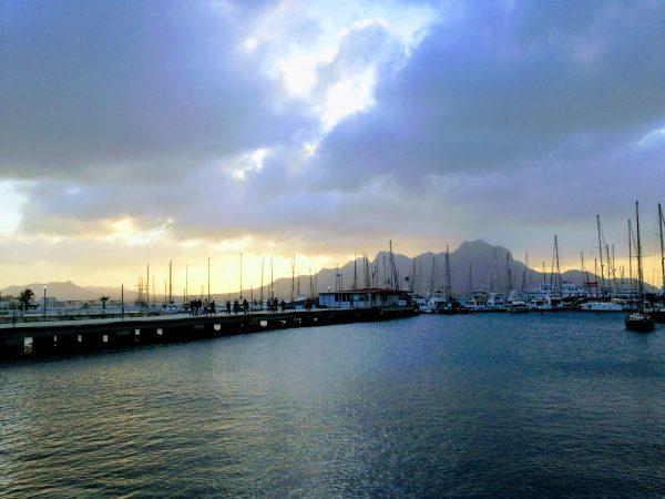 Coucher de soleil au Cap Vert avant la travsersée. leplusbeauvoyage.com